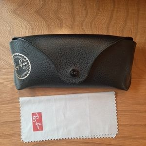 Black Ray-Ban case and cloth